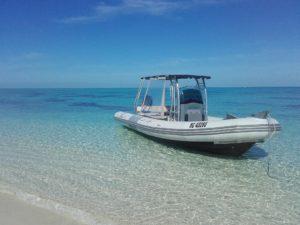 Notre Taxi-Boat au mouillage